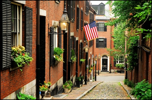 Acorn Street, Beacon Hill (by S. Lo @ flickr.com)